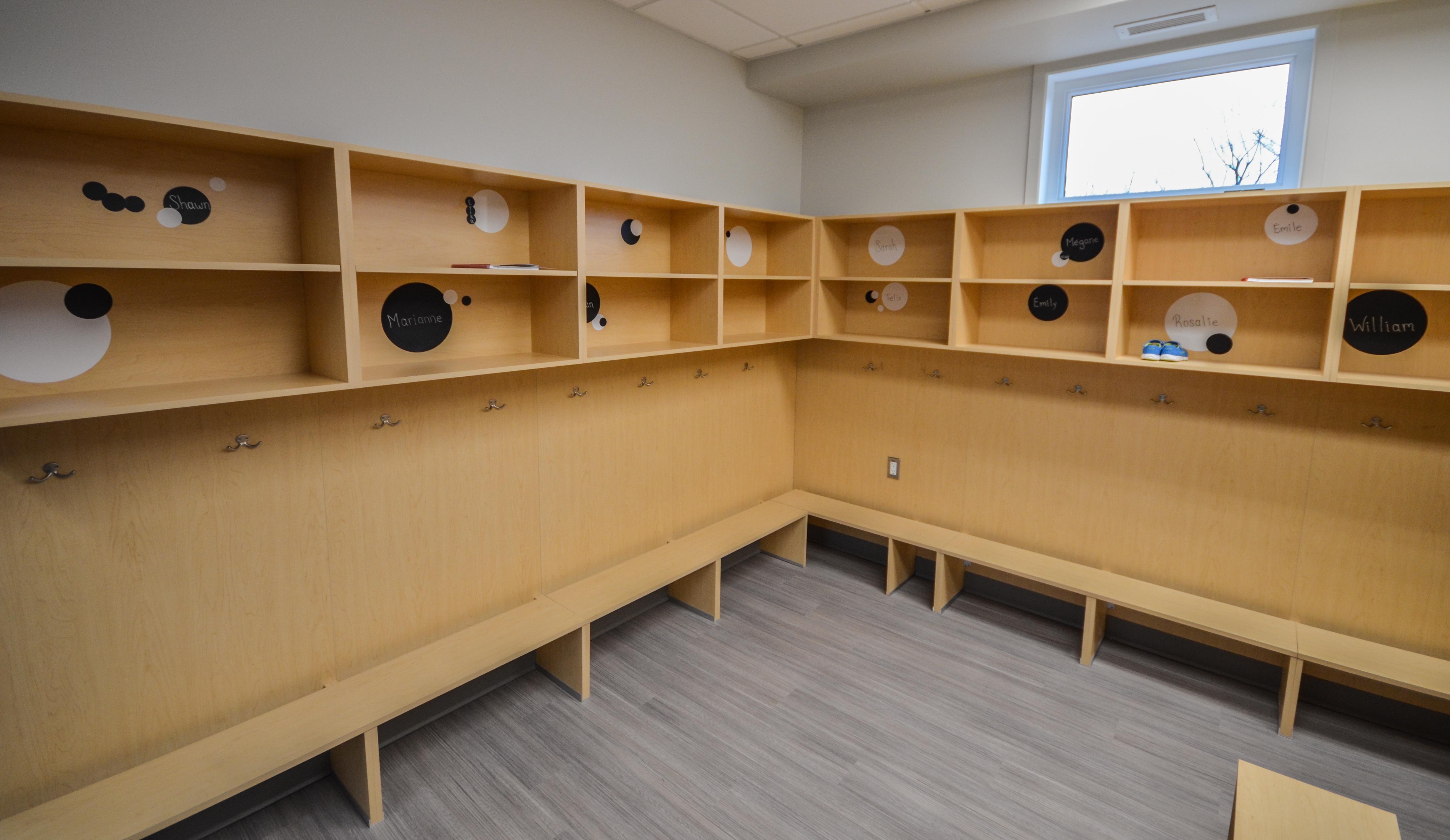 Garderie monsieur peluche archives armoires de cuisine for Armoires de cuisine et plus inc